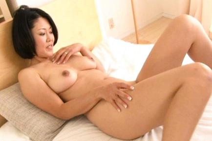 Ayaka Naughty Japanese milf spreads her legs