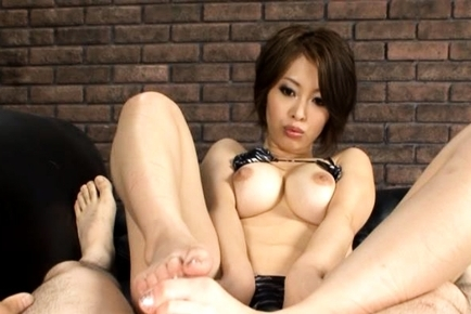 Saki Ootsuka Asian milf gives footjobs