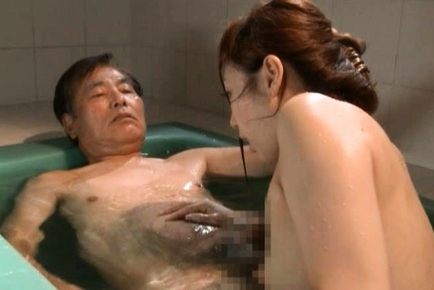 Yuu Kawakami Asian milf is bathing dirty old man