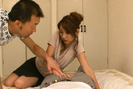 Yua Kisaki treats guy with a wild blowjob