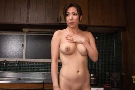 Horny babe Mirei Yokoyama masturbates herself after taking a bath.