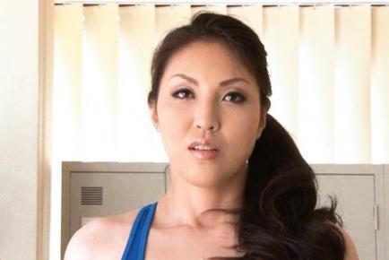 Mari Hosokawa gets down and dirty with Anna Moriyawama