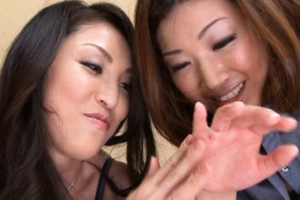 Double fucking with Mari Hosokawa And Anna Moriyama