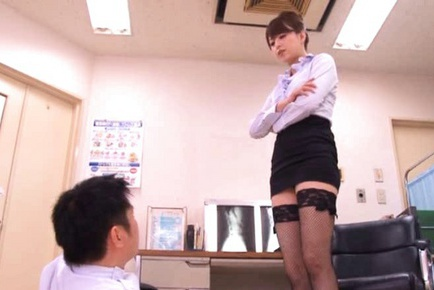 Akiho Yoshizawa is a dirty doctor who loves getting her pussy licked.
