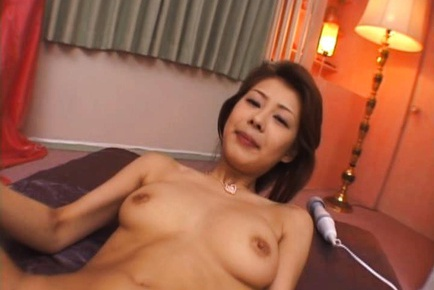 Sakurako Asian babe is a kinky MILF
