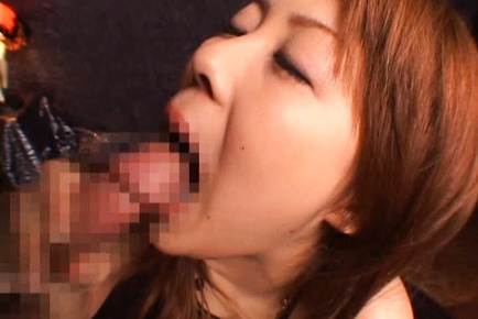 Sakurako Asian MILF gives a hot blowjob
