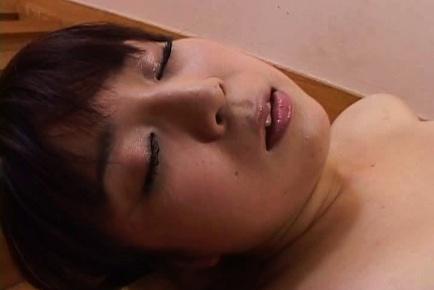 Otone Igawa hot Asian babe spreads her legs