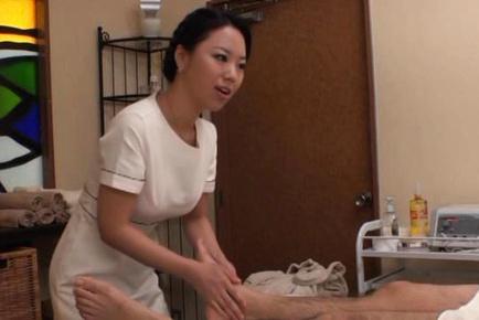 söker kuk asian massage