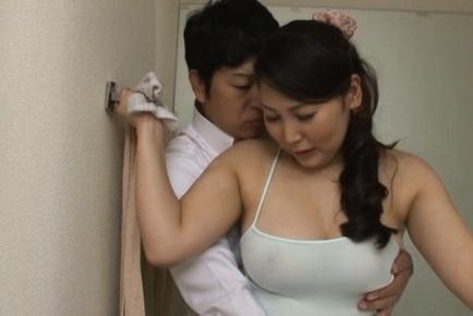 Horny housewife Hinako Niizaki enjoys tough pussy poking